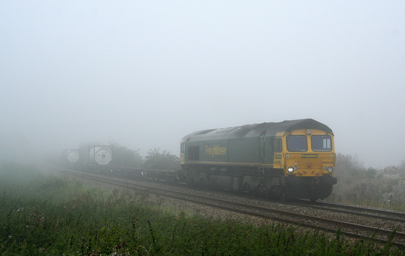 66569, diverted 01.15 Ditton-Southampton, Upton Scudamore, near Westbury, 27-9-08.