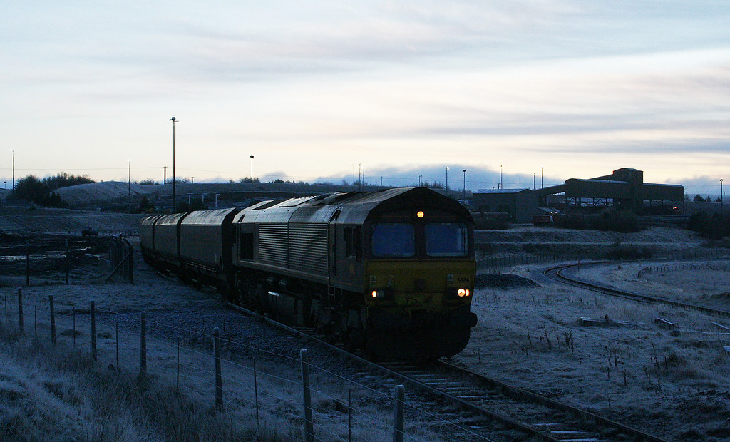 66116, 05.29 Aberthaw Power Station-Cwmbargoed Opencast Colliery, arrives at first light at bitterly cold Cwmbargoed, 29-11-08.