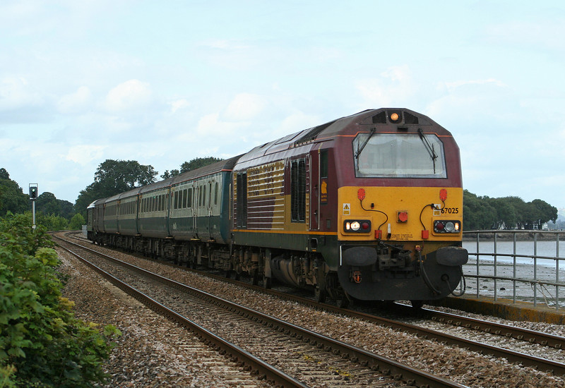 67025/67005, 15.30 Exeter St David's-Newton Abbot, Powderham, near Starcross, 20-8-09.