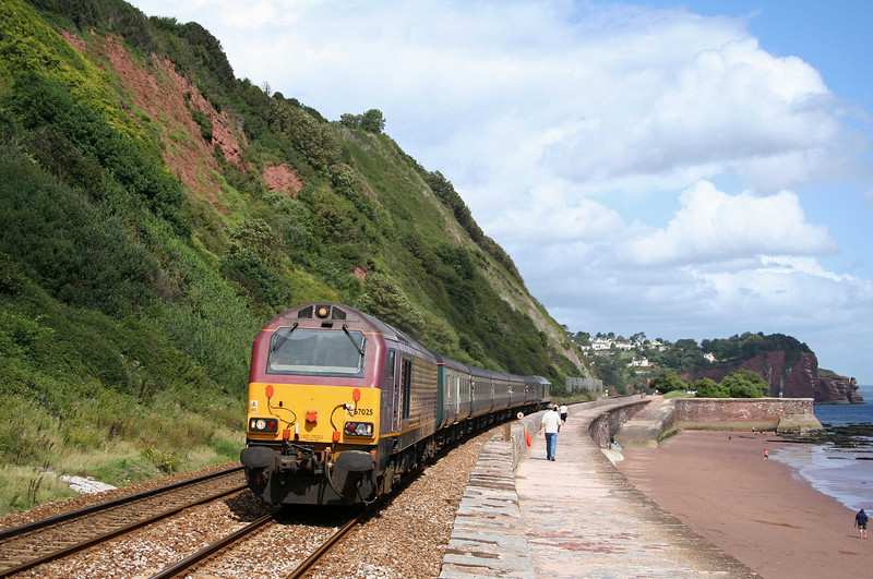 67025/67005, 13.10 Exeter St David's-Newton Abbot, Teignmouth, 20-8-09. Dawlish Air Day shuttle.