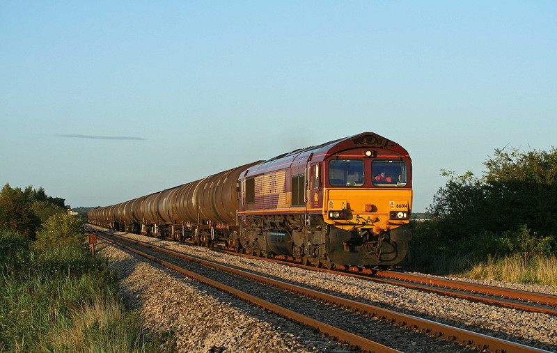66014, 15.29 Kingsbury Oil Sidings-Westerleigh, Alvington, near Lydney, 24-8-09.