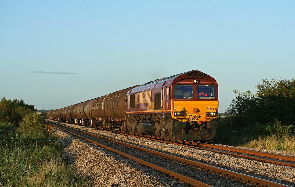 66014, 15.29 Kingsbury Oil Sidings-Westerleigh, Alvington, near Lydney, 25-8-09.