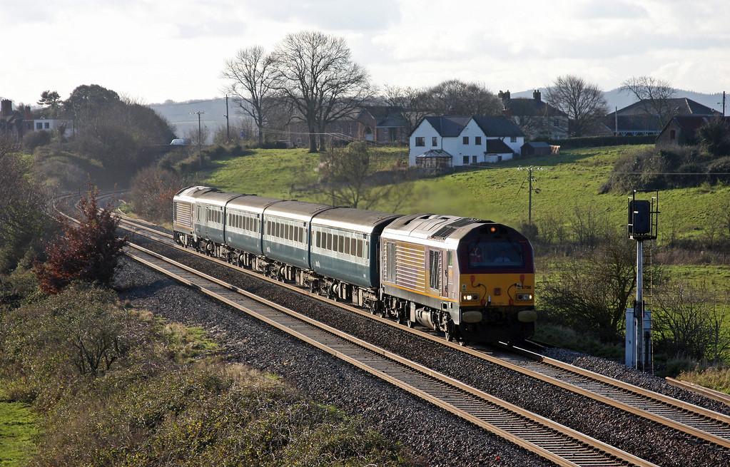 67016/67017, 12.47 Paignton-Cardiff, Rewe, near Exeter, 17-12-09.