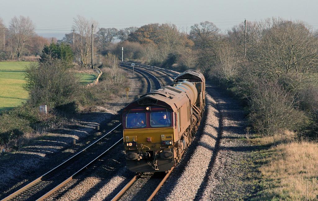66116/66119, 08.45 Westbury--St Blazey, Creech St Michael, near Taunton, 10-12-09.