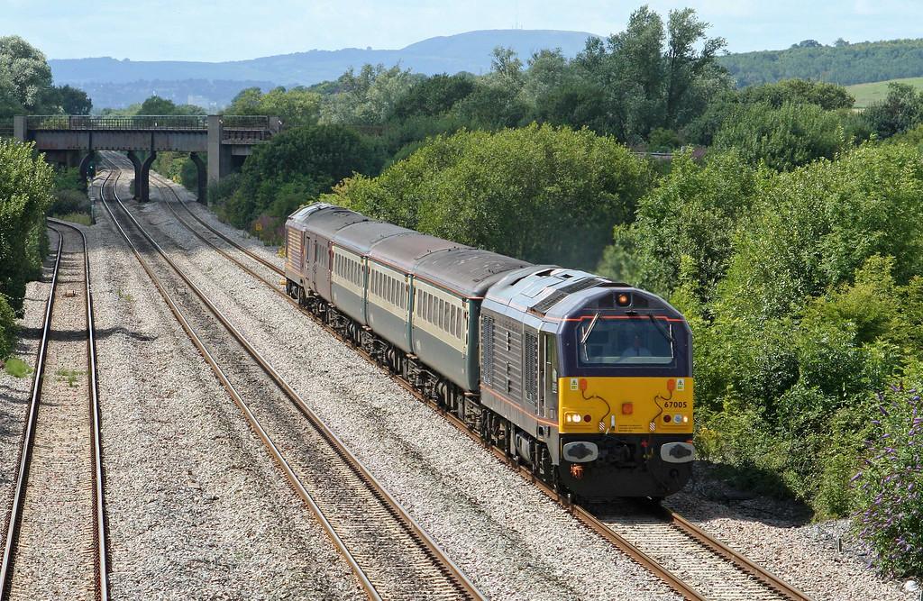 67005/67025, 14.00 Cardiff Central-Taunton, Llandevenny, near Llanwern, 30-7-09.