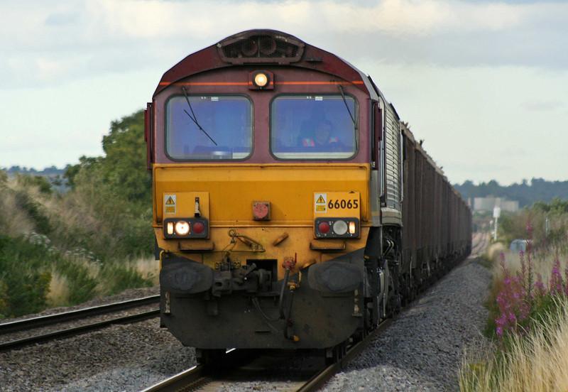 66065, 15.22 Kingsbury-Cardiff Tidal Yard, Woolaston, near Lydney, 30-7-09.