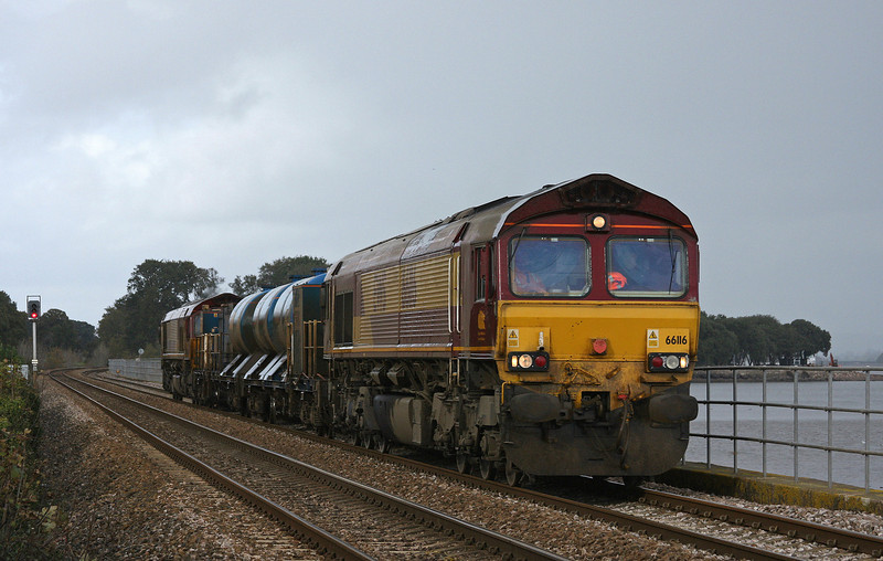 66116/66148, 08.45 Westbury-St Blazey, Powderham, near Starcross, 7-11-09.