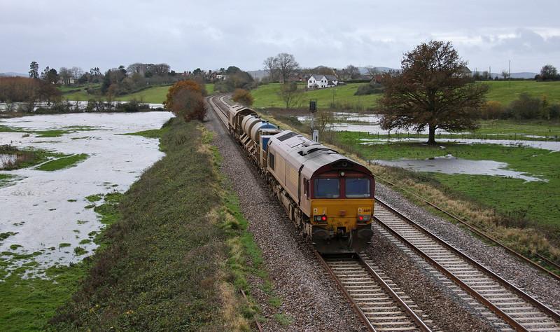 66116/66119, 08.45 Westbury-St Blazey, Rewe, near Exeter, 24-11-09.