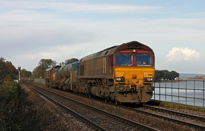 66116/66119, 08.45 Westbury-St Blazey, Powderham, near Exeter, 26-11-09.