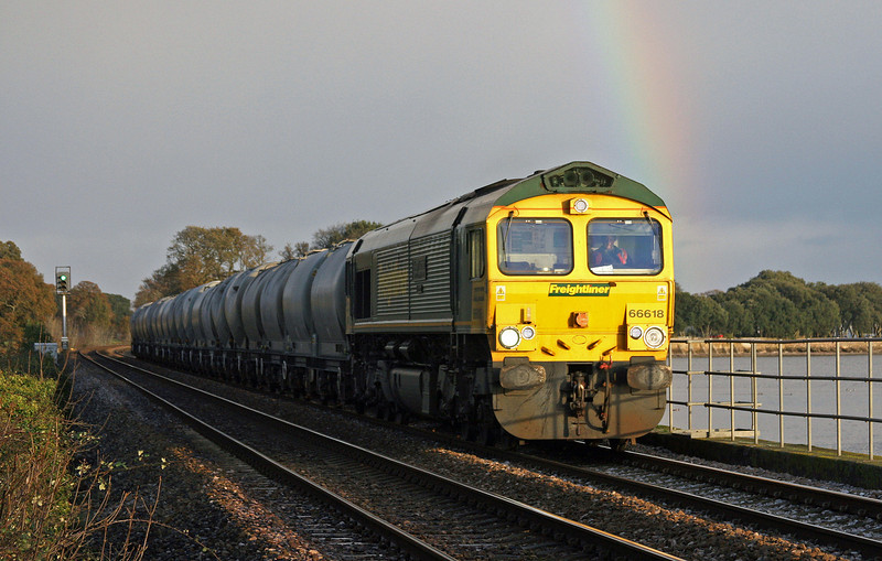 66618, 20.55 Earles Sidings-Moorswater Lafarge, Powderham, near Exeter, 26-11-09.