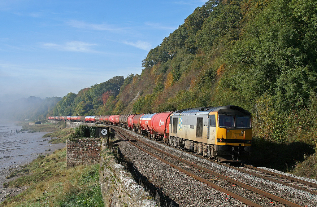 60054, 05.10 Robeston-Westerleigh, Gatcombe, 13-10-09, as fog lifts from the Severn estuary.