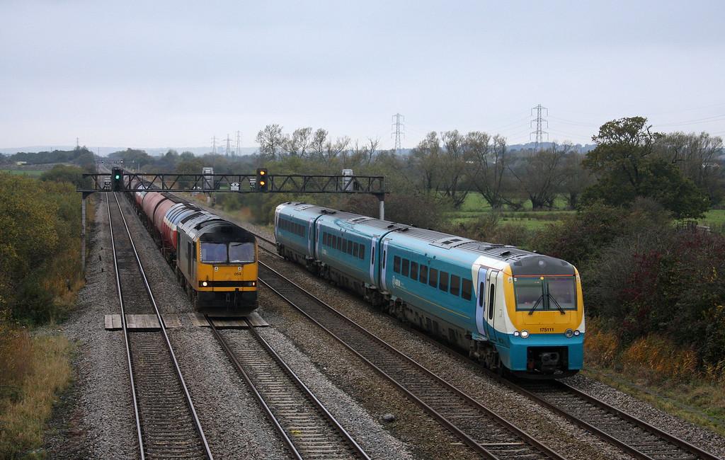 60054, 05.10 Robeston-Westerleigh, 175111, eastbound, Coedkernow, near Newport, 27-10-09.