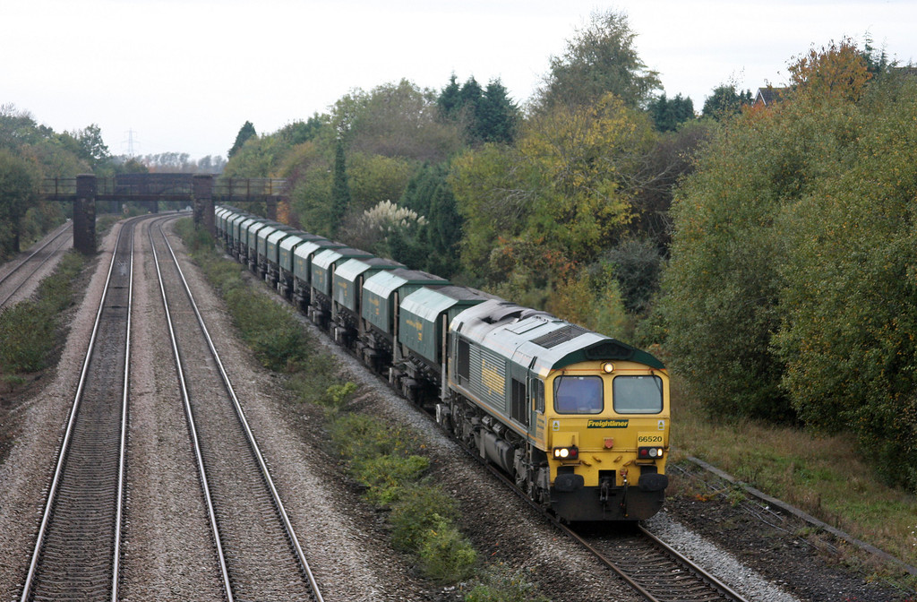 66520, 08.31 Cardiff Pengam-Theale, Undy, near Magor, 27-10-09.