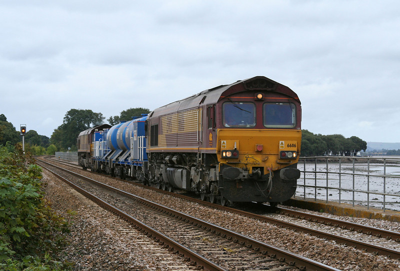 66116/66153, 08.45 Westbury-St Blazey, Powderham, near Starcross, 3-10-09.