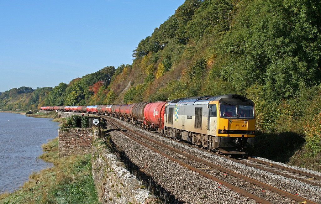 60054, 05.10 Robeston-Westerleigh, Gatcombe, 8-10-09. Bristol photographer Dave Gower forgets to duck out of sight behind the workmen's hut.