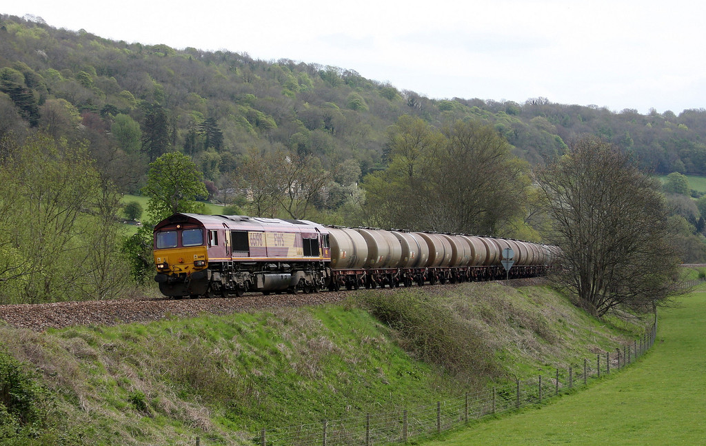 66198, 08.48 Fawley-Plymouth Tavistock Junction Yard, Claverton, near Bath, 27-4-10.