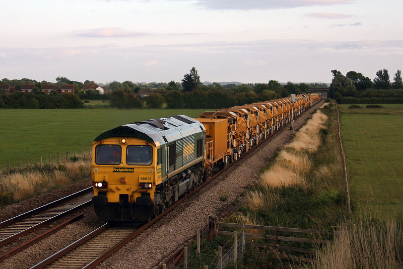 66601/66620, 19.14 Taunton Fairwater Yard-Charfield, Middle Street, near Brent Knoll, 12-8-10.