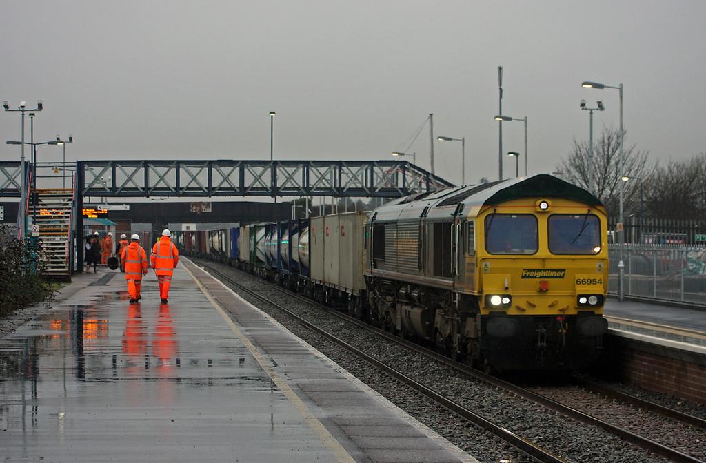 66954, 10.00 Cardiff Wentloog-Southampton Millbrook, Severn Tunnel Junction, 22-1-10.
