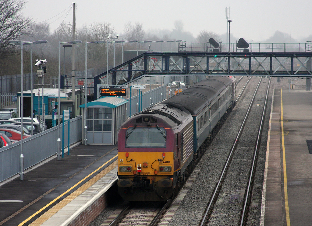 67022/67017, 08.00 Cardiff Cenbtral-Paignton, Severn Tunnel Junction, 16-3-10.