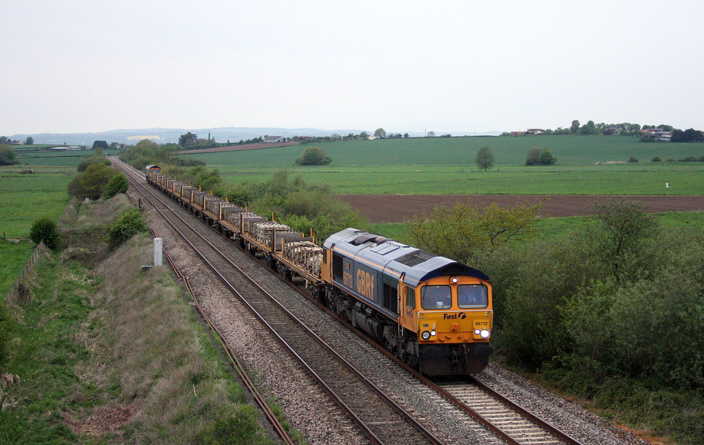 66712/66727,  06.17 Taunton Fairwater Yard-Peterborough Virtual Quarry, Oath, near Langport, 11-5-10.