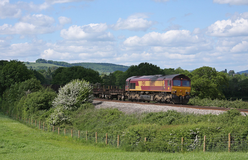 66002, 10.10 Corby-Margam, Box Farm, Awre, Gloucestershire, 27-5-10.