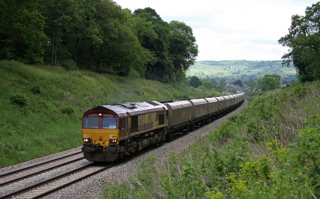 66136, 07.50 Warrington Arpley Sidings-Avonmouth Bulk Handling Terminal, Frocester, near Stonehouse, 27-5-10.