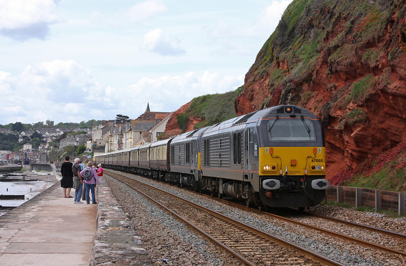 67005/67006, 11.30 Plymouth-Taunton, VSOE stock, Dawlish, 15-5-10.
