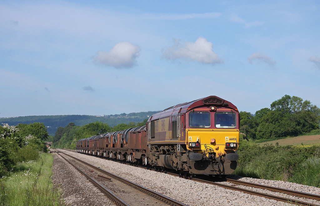66031, 05.50 Margam-Corby, Broken Cross, near Westbury-on-Severn, Gloucestershire, 27-5-10.
