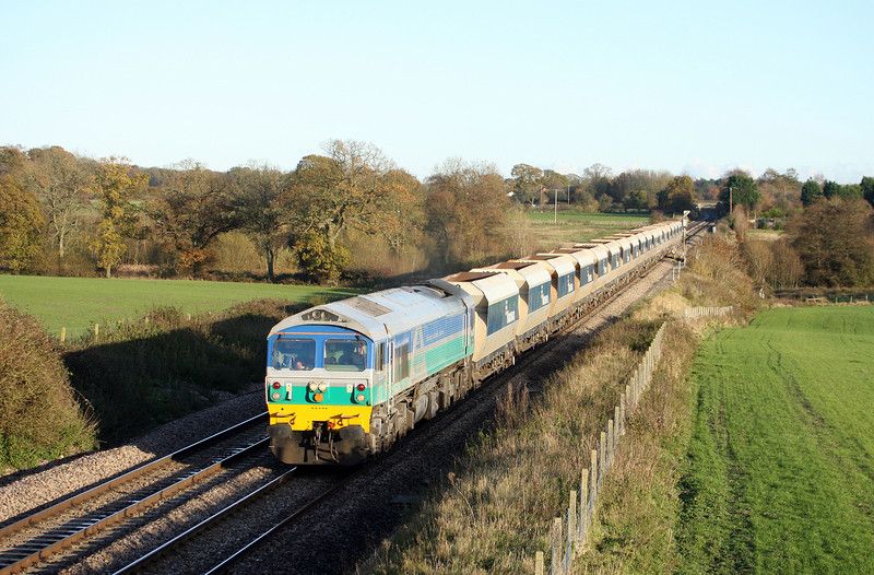 59005, 14.15 Theale-Whatley Quarry, slowing for Woodborough loops, near Pewsey, 16-11-10.