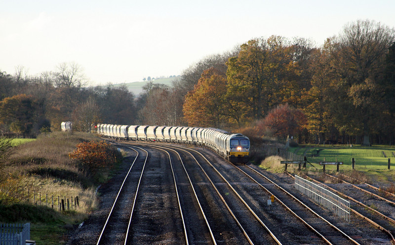 59102, 13.30 Whatley Quarry-Dagenham, entering Woodborough loops, near Pewsey, 16-11-10.