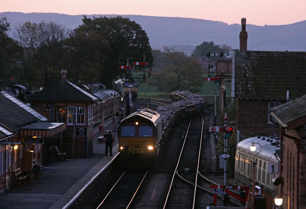 66018, 05.15 Westbury-Minehead, arrives at Bishops Lydeard, 10-11-10.