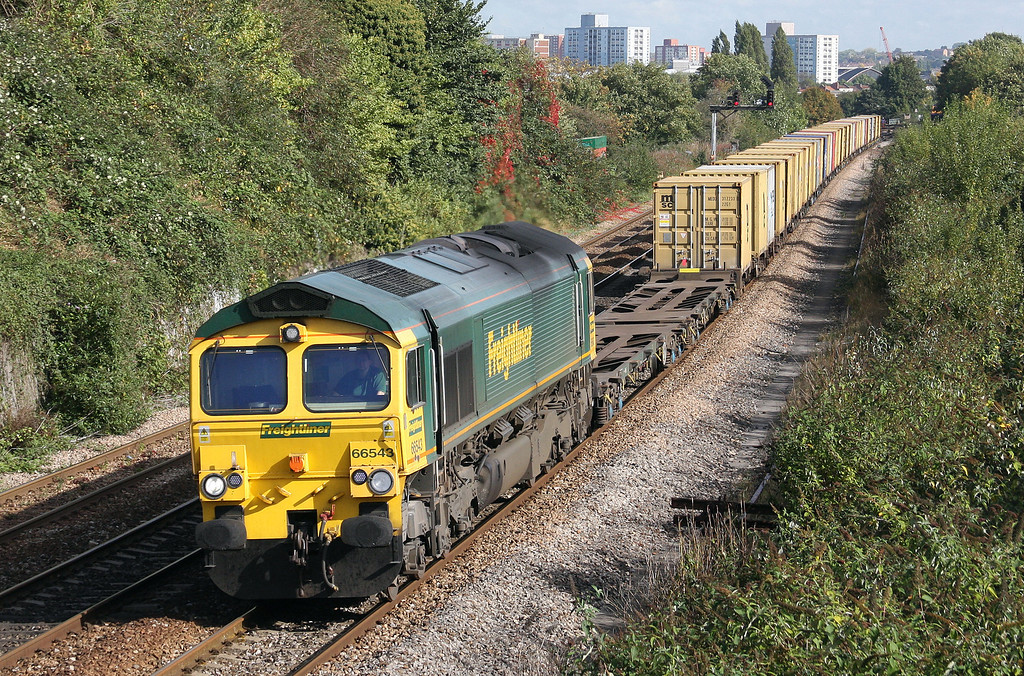 66543, 18.59 Felixstowe-Southampton-Bristol Freightliner Terminal, Parson Street, Bristol, 7-10-10.