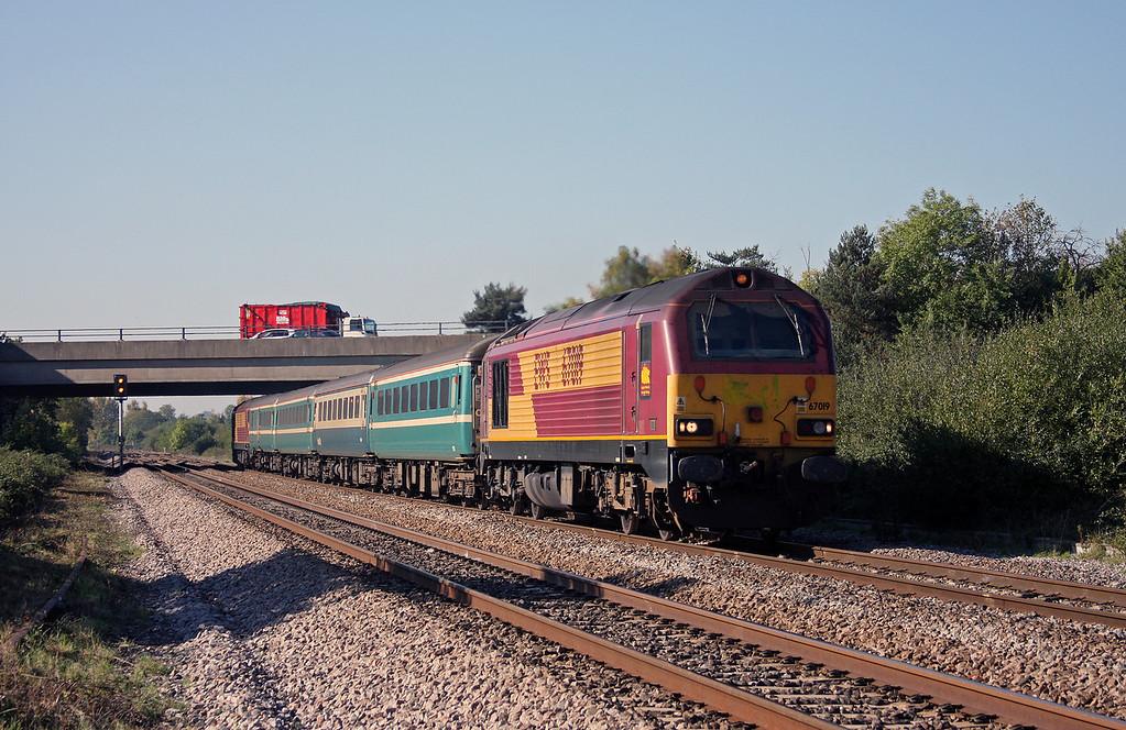 67019/67003, 12.48 Paignton-Cardiff Central, Rexhill Farm, Bathpool, Taunton, 11-10-10.