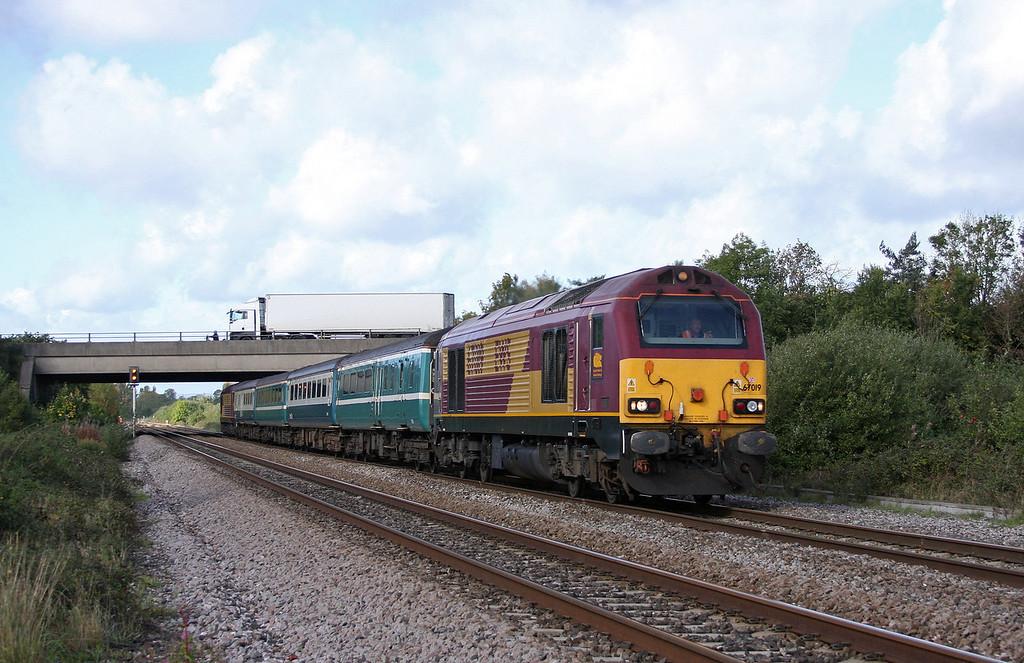 67019/67003, 11.02 Taunton-Cardiff Central, Rexhill Farm, Bathpool, Taunton, 6-10-10.