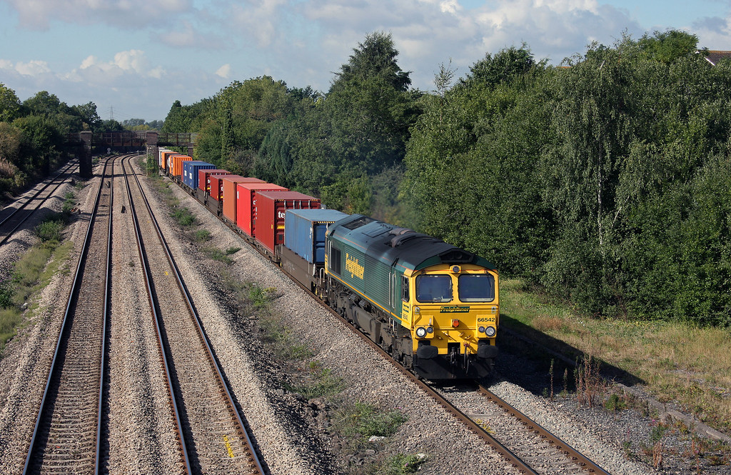 66542, 10.00 Cardiff Wentloog-Southampton Millbrook, Undy, near Magor, 9-9-10.