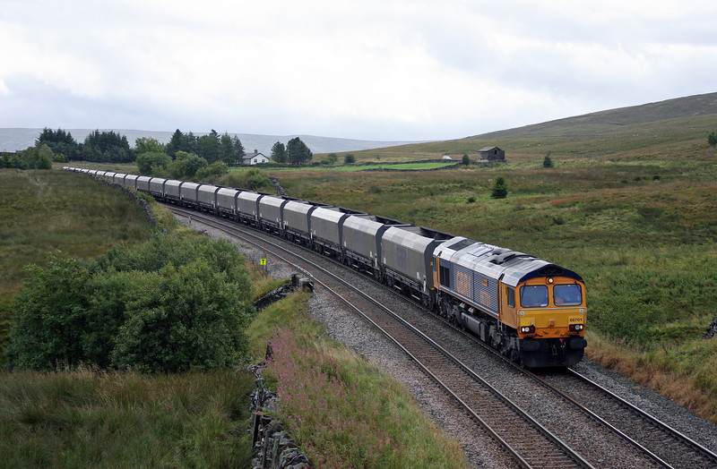 66701, 07.45 Drax Power Station-Hunterston, Ais Gill, 14-9-10.