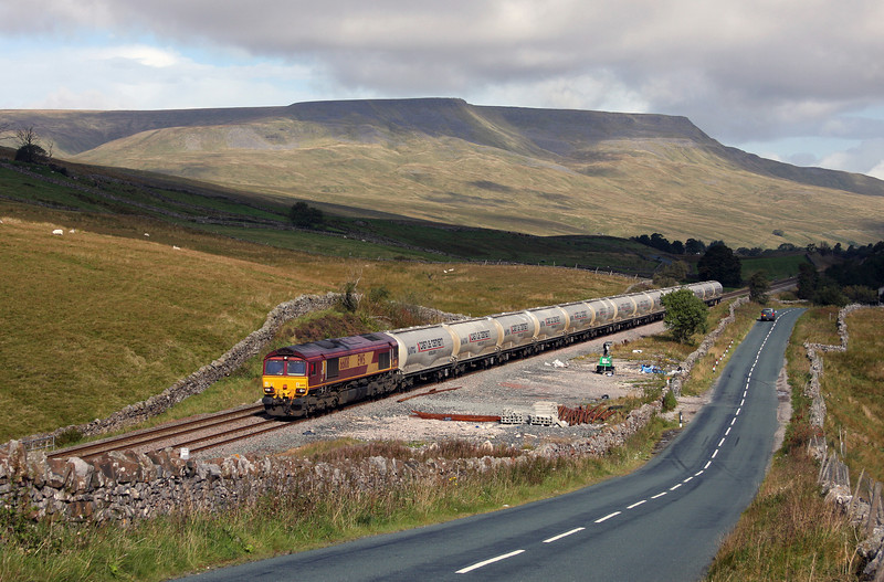 66108, 07.05 Mossend-Clitheroe Cement Works, Shotlock Hill Tunnel, near Garsdale, 16-9-10.