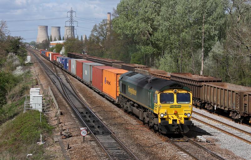 66541, 09.58 Cardiff Wentloog-Southampton Millbrook, Didcot, 12-4-11.