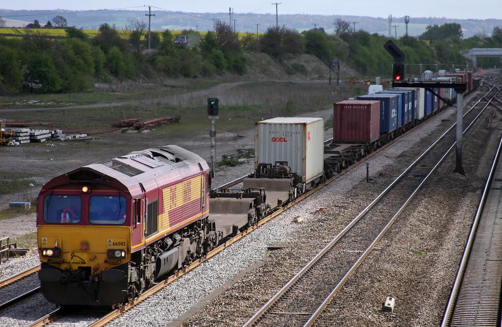 66085, 09.32 Southampton-Birch Coppice, near Birmingham, Didcot, 12-4-11.