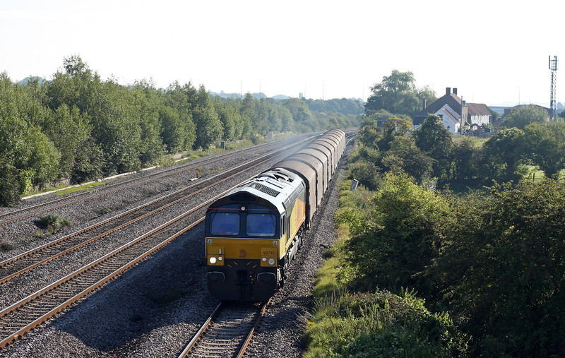 66742, 02.44 Dollands Moor-Llanwern, Undy, near Magor, 19-8-11.