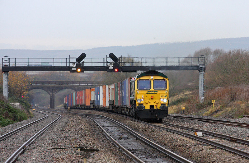 66540, 09.58 Cardiff Wentloog-Southampton Millbrook, Pilning, 2-12-11.