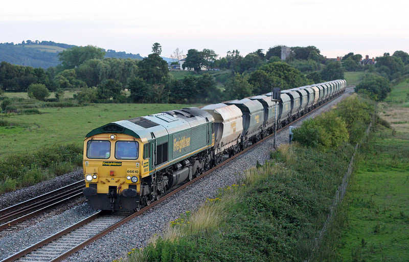 66610, 17.45 Burngullow-Didcot-Bow, Rewe, near Exeter, 4-7-11.