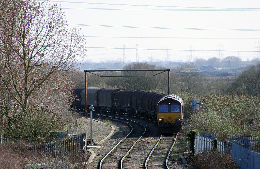 66193, 09.23 Round Oak-Margam, waiting for the road from Llanwern Steelworks, Llanwern West Junction, 4-3-11.