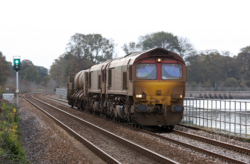 66139/66199, late-running 08.45 Westbury-St Blazey, Powderham, near Starcross, 23-11-11.