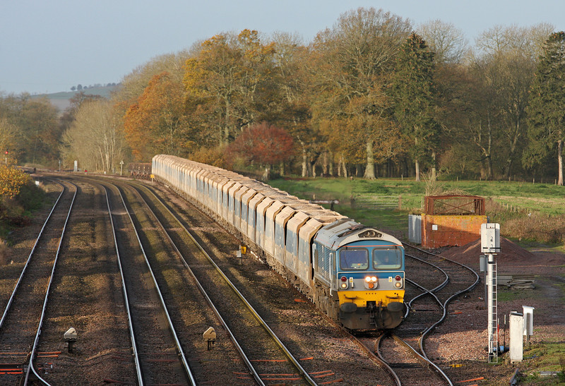 59004, 07.12 Merehead-Acton, Woodborough Loops, near Pewsey, 25-11-11.
