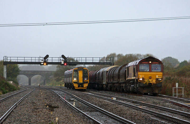 66083, 08.18 Llanwern-Swindon Steel Terminal, 158952, 08.30 Cardiff Central-Portsmouth Harbour, Pilning, 1-11-11.