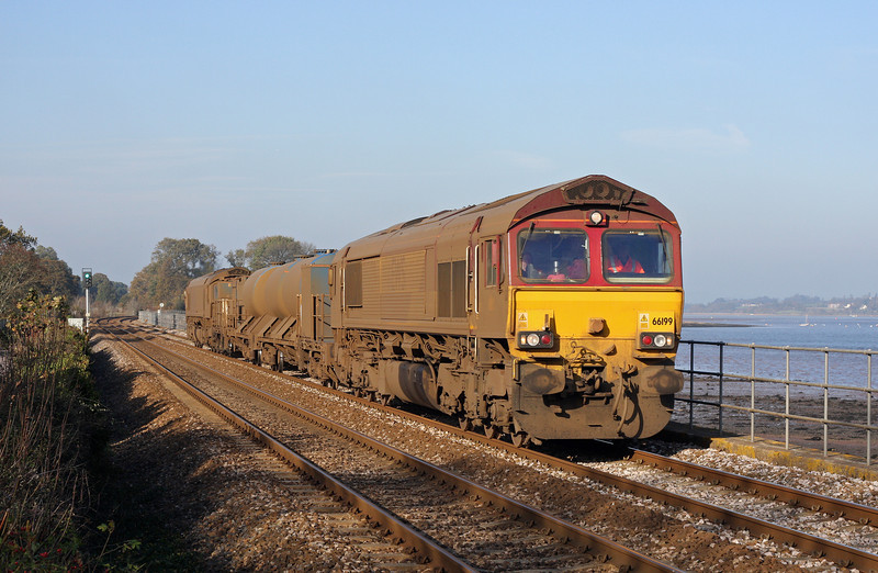 66199/66006, 08.45 Westbury-St Blazey, Powderham, near Starcross, 15-11-11.
