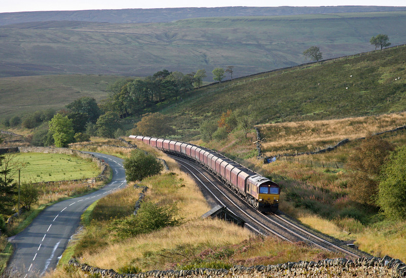 66075, 04.54 Milford Sidings-Greenburn, Shotlock Hill, near Garsdale, 15-9-11.