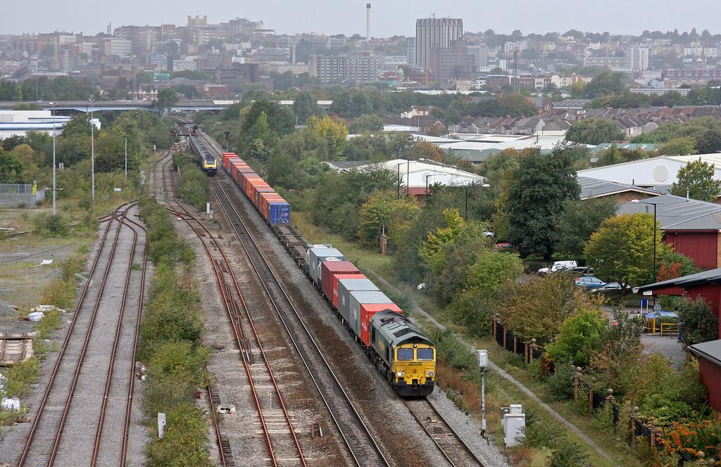 66543, 11.00 Bristol Freightliner Terminal-Tilbury, St Anne's, Bristol, 22-9-11.