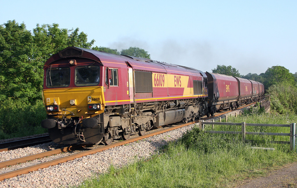 66109, 15.55 Swansea Burrows-Immingham, Bullo Pill, near Newnham, Gloucestershire, 29-5-12.